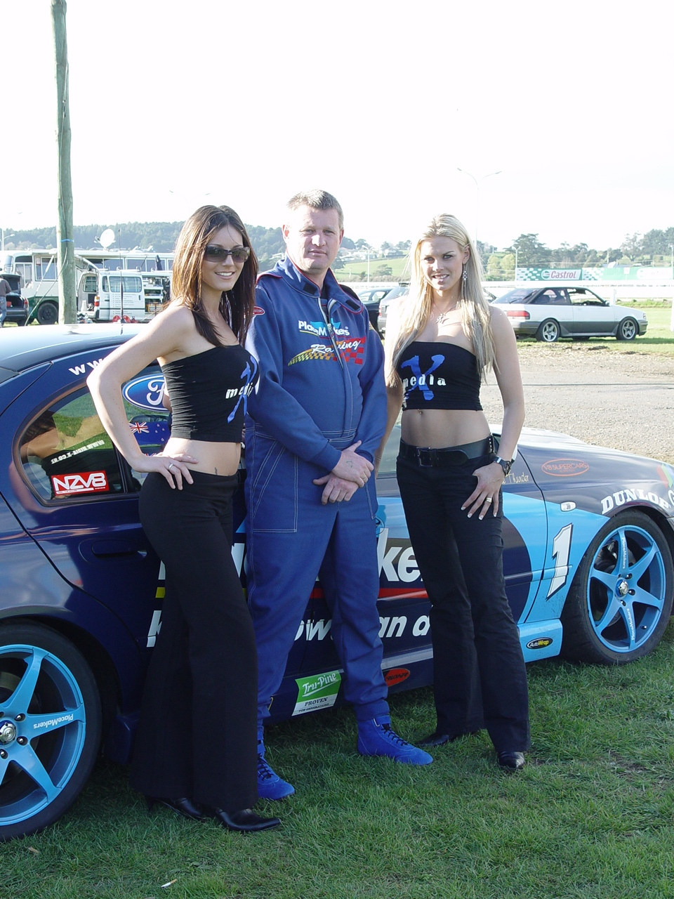 Nigel and girls1.JPG
